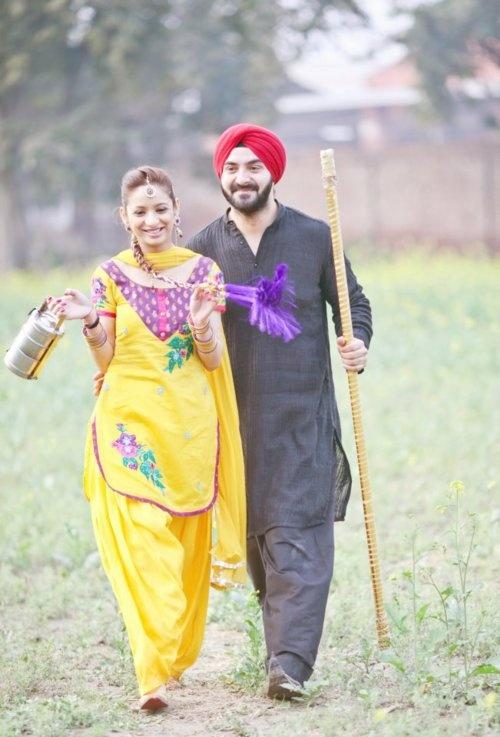 http://www.punjabweddingcars.in/gallery/punjabi_couple_candid_photographs.jpg